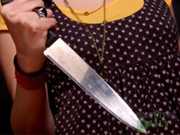 В Башкирии девушка порезала ножом сестру и ее парня