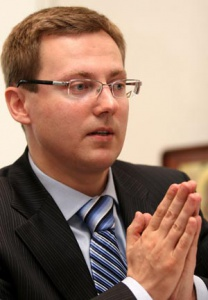 Роман Гребенников: «Полномочия поруководству приемной Президента перейдут кдругому уважаемому члену партии»