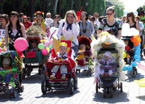 ВВолжском прошел парад детских колясок